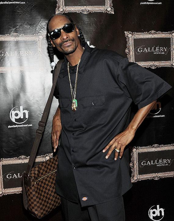 SnoopDoggPosesonRedCarpet-570